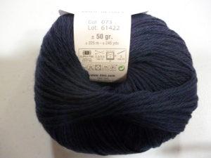 100% Baby N°073 de D.M.C coloris Bleu Marine