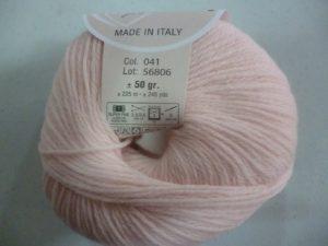 100% Baby N°41 de D.M.C coloris rose