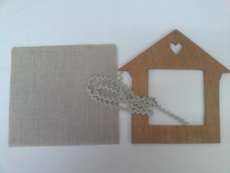 kit broderie cadre bois et toile de lin maison. Black Bedroom Furniture Sets. Home Design Ideas
