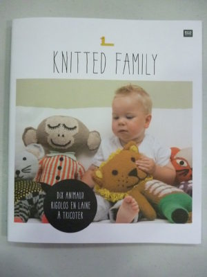 KNITTED FAMILY N°1 RICO DESIGN