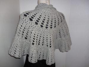 chauffe épaules en HECHIZO de KATIA coloris gris métallisé