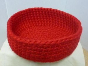 corbeille vide poche au crochet coloris rouge