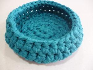 corbeille vide poche au crochet coloris turquoise