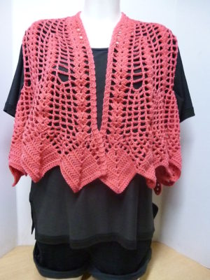 gilet boléro au crochet coloris corail