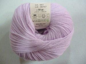 100% Baby N°61 de D.M.C coloris mauve
