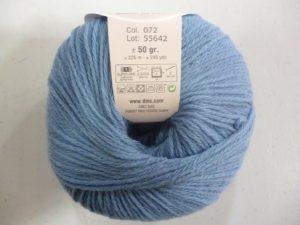 100% Baby N°72 de D.M.C coloris bleu jeans