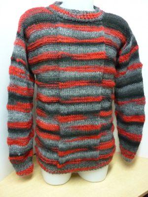 pull homme en STRATOS coloris gris, noir et rouge