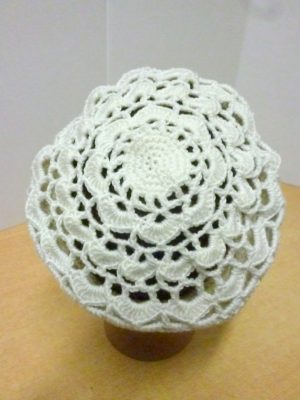 béret au crochet So Soft de RICO DESIGN coloris blanc