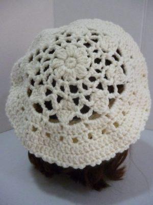 béret au crochet en Basic Chunky de RICO DESIGN coloris écru
