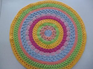 tapis au crochet en gros coton multicolore