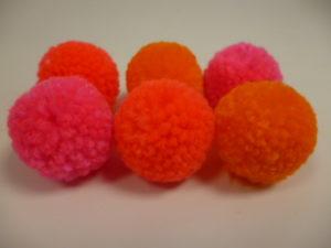 Set de 24 Pompons à laine de Rico Design N°43