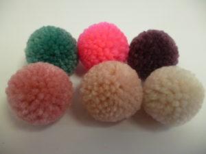 Set de 24 Pompons à laine de Rico Design N°44